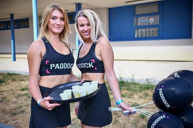 Paddock liga amerického fotbalu, to jsou ostré souboje, pohledné akce i krásné cheerleaders a Paddock girls.