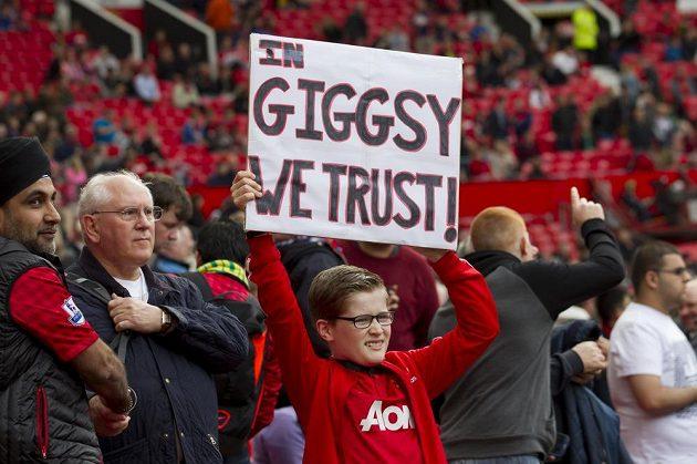 Fanoušci Ryana Giggse podporují.
