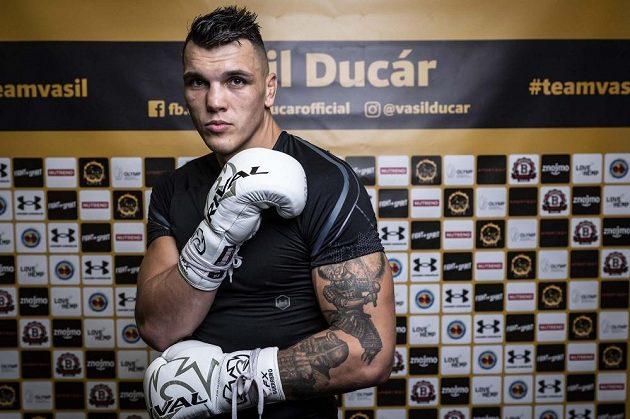 Českého profesionálního boxera Vasila Ducára čeká velká výzva v podobě zápasu s kanadským tvrďákem Rozickim.