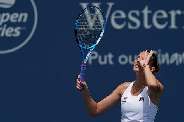Karolína Plíšková při souboji s Wang Ja-fan z Číny.