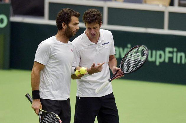 Utkání kvalifikace tenisového Davisova poháru v Ostravě. Zleva Jean-Julien Rojer a Robin Haase z Nizozemska proti dvojici Lukáš Rosol a Jiří Veselý.