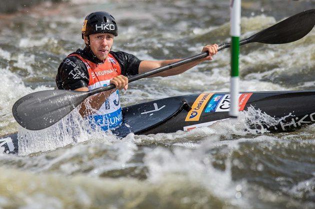 Kajakář Ondřej Tunka ve finále K1 muži během Světového poháru ve vodním slalomu dne na kanále v pražské Tróji.