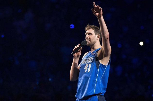 Basketbalista Dirk Nowitzki (41) oznámil fanouškům Mavericks, že po sezoně skončí v NBA.