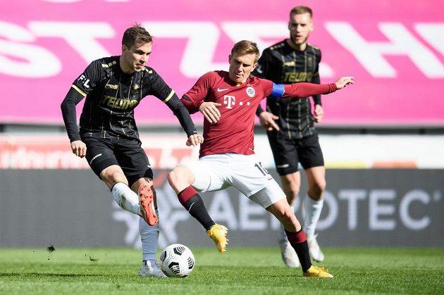 Jakub Považanec (vlevo) z Jablonce a Bořek Dočkal ze Sparty v utkání čtvrtfinále MOL Cupu.