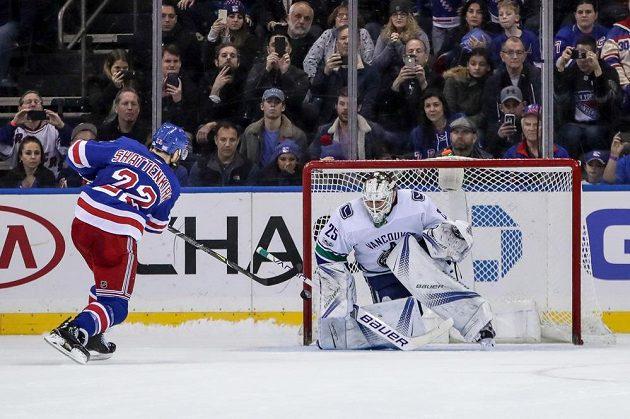 Hokejisté New York Rangers rozhodli o výhře nad Vancouverem až v samostatných nájezdech.