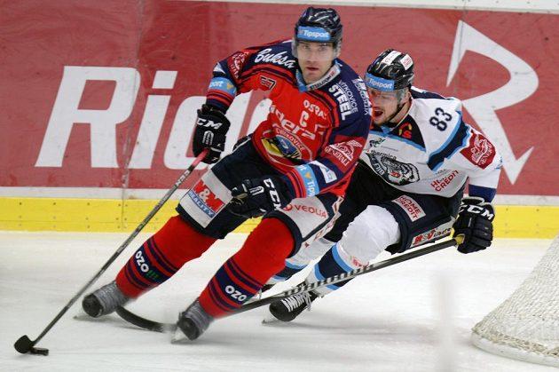 Zleva Rostislav Olesz z Vítkovic a Martin Bakoš z Liberce.