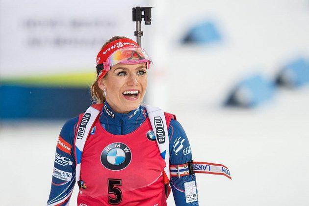 Gabriela Koukalová v cíli závodu s hromadným startem na 12,5 km v Novém Městě na Moravě.