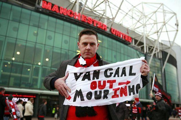 Tento fanoušek Manchesteru United má o nástupci trenéra Louise van Gaala jasno...