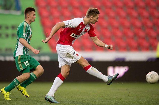 Milan Škoda snižuje vršovické derby na 1:2 z pohledu sešívaných.