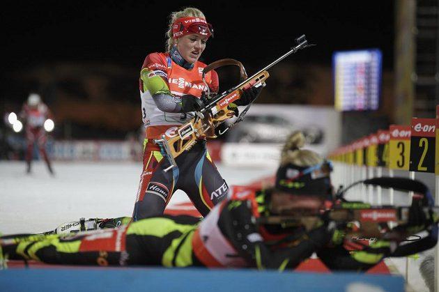 Biatlonistka Gabriela Soukalová během vítězného závodu ve švédském Östersundu.