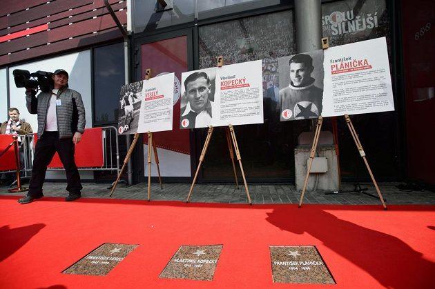 Slávistické legendy mají v edenu své místo na chodníku slávy.