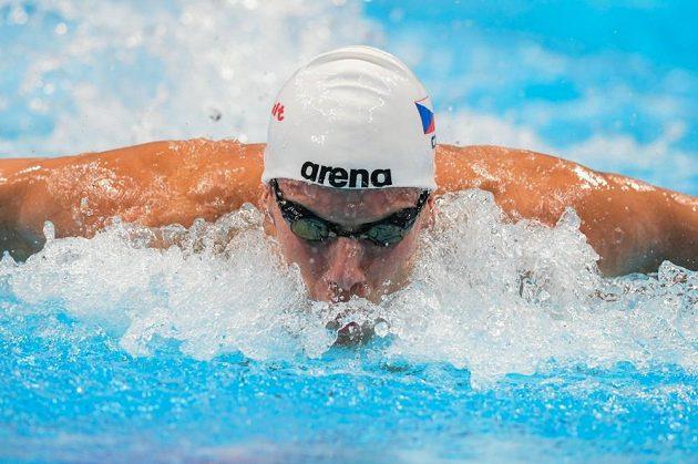 Český plavec Jan Šefl v rozplavbě na 100 m motýlek na MS v Budapešti.