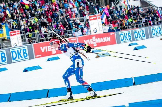 Veronika Vítková musela v závodě s hromadným startem na jedno trestné kolo.