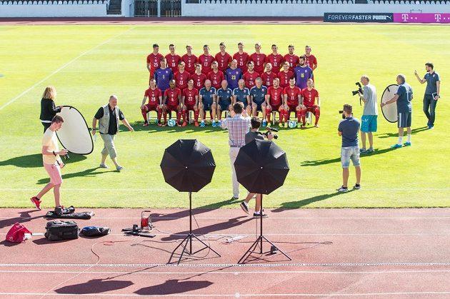 Sýýýr! Takhle vypadlo fotografování české fotbalové reprezentace.