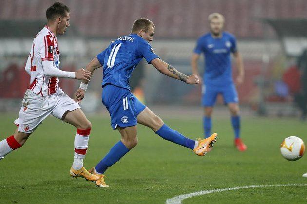 Liberecký Jan Matoušek střílí gól proti CZ Bělehrad.
