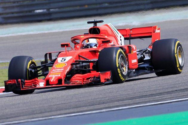 Pilot Ferrari Sebastian Vettel při Velké ceně Číny.