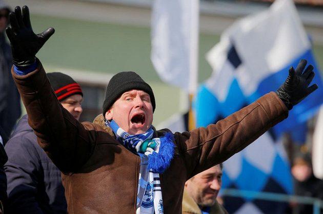 Fanoušci jsou ve svém živlu. Běloruská liga je jedinou fotbalovou soutěží v Evropě, která v době pandemie koronaviru pokračuje, a díky tomu těží z nové popularity.