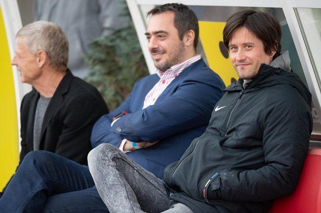 Zdeněk Ščasný, Adam Kotalík a Tomáš Rosický během utkání čtvrtfinále Mol Cupu v Teplicích.