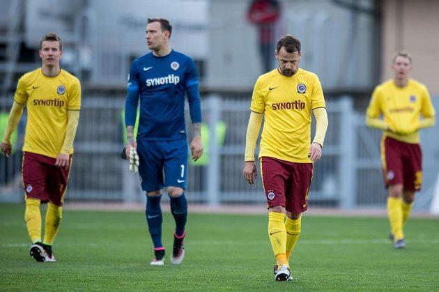 Zklamaní fotbalisté Sparty Praha Marek Matějovský (vpravo), Marek Štěch (uprostřed) a Lukáš Mareček po utkání semifinále MOL Cupu s Jabloncem.