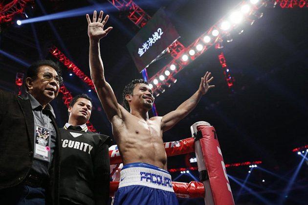 Manny Pacquiao z Filipín se raduje z obhajoby mistrovského pásu WBO ve velterové váze.