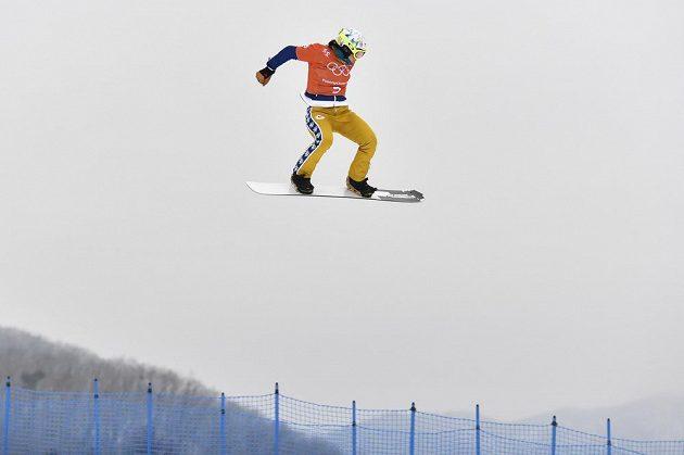 Česká snowboardkrosařka Eva Samková se při tréninku na olympijských hrách proletěla.