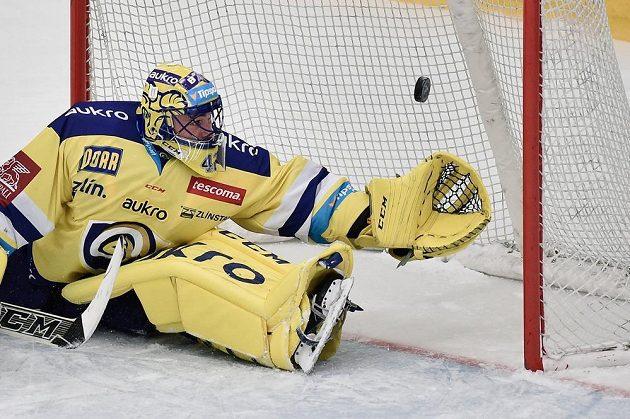 Brankář Zlína Tomáš Štůrala inkasuje třetí gól.