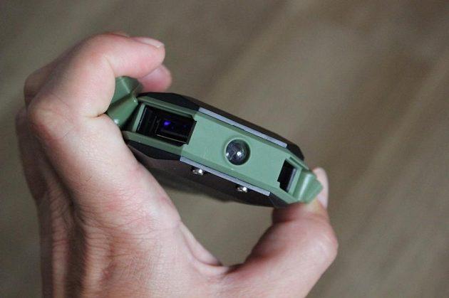Odolná powerbanka Sandberg Waterproof Powerbank 6000 - pohled na konektory a LED.