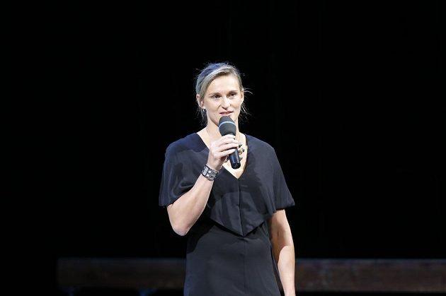 Dvojnásobná olympijská vítězka Barbora Špotáková se podělila o svoji vzpomínku na Věru Čáslavskou v Národním divadle.