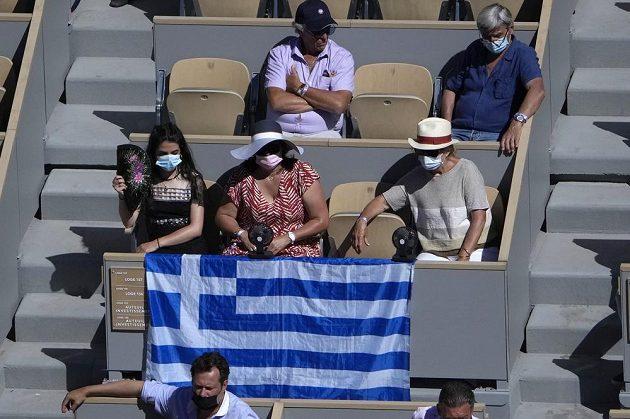 Fanoušci řeckého tenisty Stefanose Tsitsipase během finále French Open.