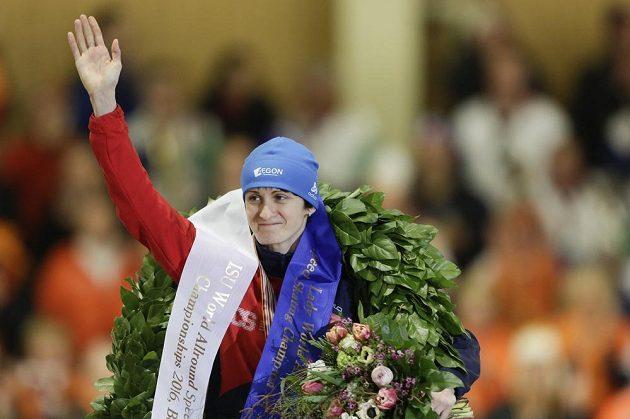 česká rychlobruslařka Martin Sáblíková si vychutnává triumf na MS ve víceboji.