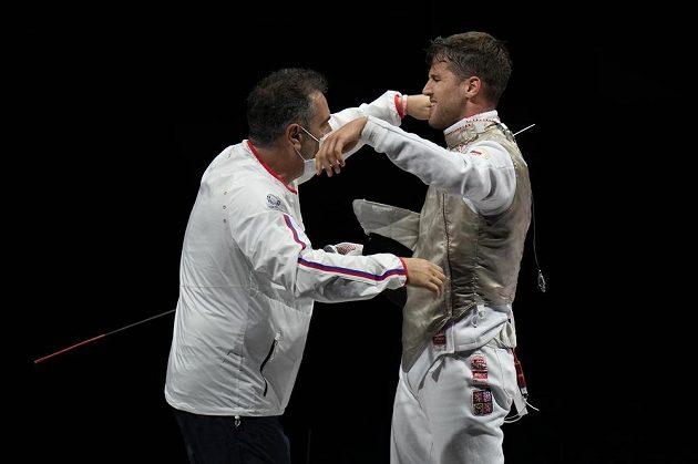 Alexander Choupenitch se raduje s trenérem ze zisku olympijského bronzu.