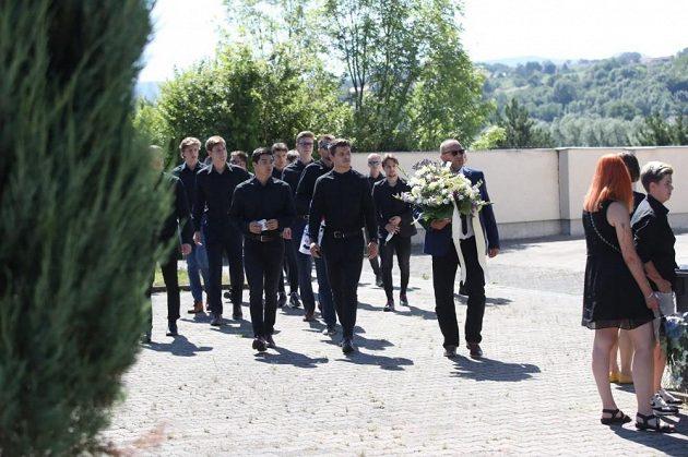 Na pohřeb Ondřeje Buchtely dorazily desítky smutečních hostů.