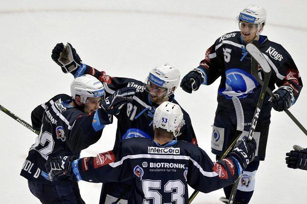 Hráči Plzně se radují z druhého gólu. Zleva autor branky Denis Kindl, Jaroslav Kracík, Vojtěch Němec a Miroslav Indrák.