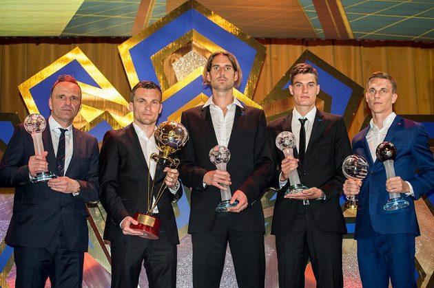 Trenér sezóny Karel Krejčí (vlevo), nejlepší střelec David Lafata, osobnost ligy Libor Došek, objev sezóny Patrik Schik a nejlepší hráč Bořek Dočkal.