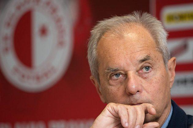 S novým prezidentem Slavie Jiřím Šimáněm vyhlíží fanoušci sešívaných lepší časy.