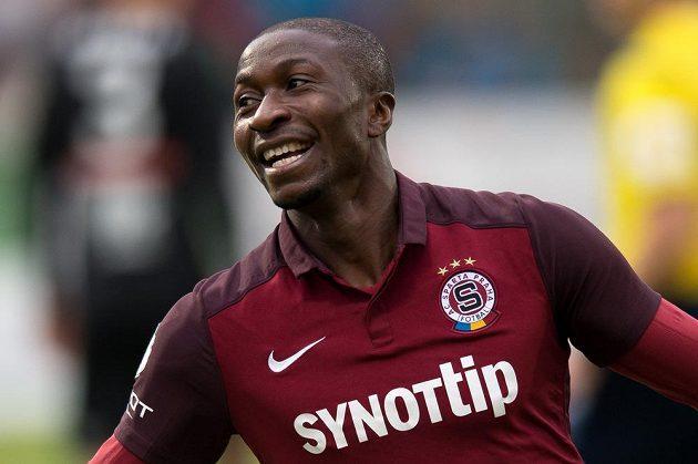 Kehinde Fatai oslavuje gól na 2:0 během utkání 10. kola Synot ligy v Příbrami.
