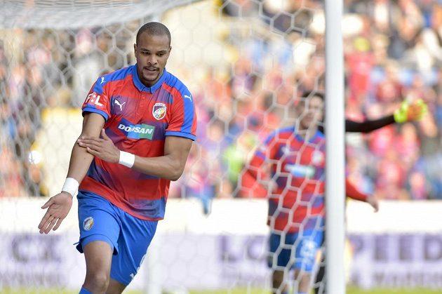 Jean-David Beauguel z Plzně se raduje z gólu proti Bohemians.