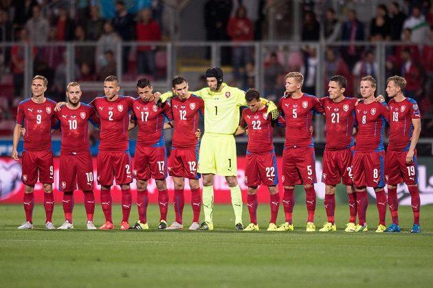 Čeští fotbalisté před zahájením kvalifikačního duelu v Plzni proti Kazachstánu.