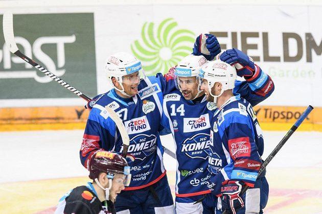 Hokejisté Komety Brno se radují z branky