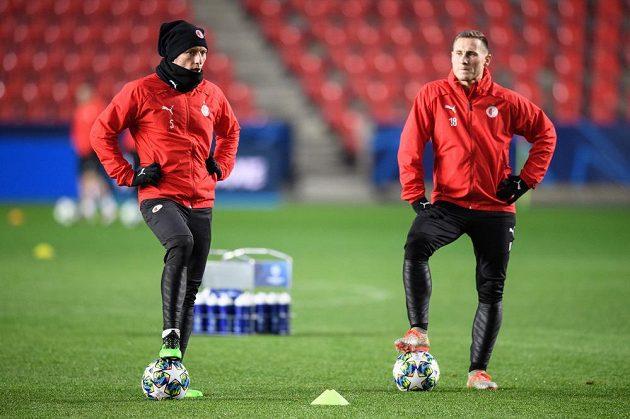 Fotbalisté Slavie Praha Vladimír Coufal (vlevo) a Jan Bořil během tréninku před utkáním Ligy mistrů s Interem Milán.