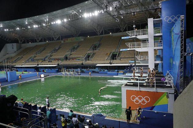 Olympijský bazén pro skoky do vody.