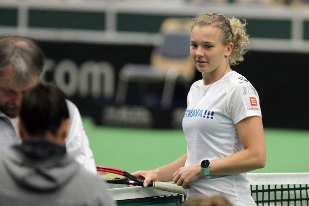 Kateřina Siniaková na tréninku českých tenistek před utkáním 1. kola Světové skupiny Fed Cupu proti Rumunsku