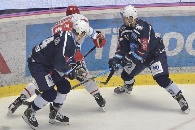Bitva o všechno, sedmý zápas semifinále play off hokejové extraligy mezi týmy HC Oceláři Třinec a HC Škoda Plzeň.