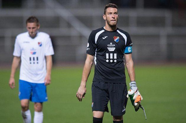 Zklamaný brankář Baníku Ostrava Jiří Pavlenka po utkání na Dukle.