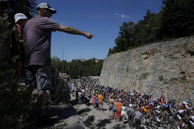 Peloton Tour de France při jedenácté etapě.