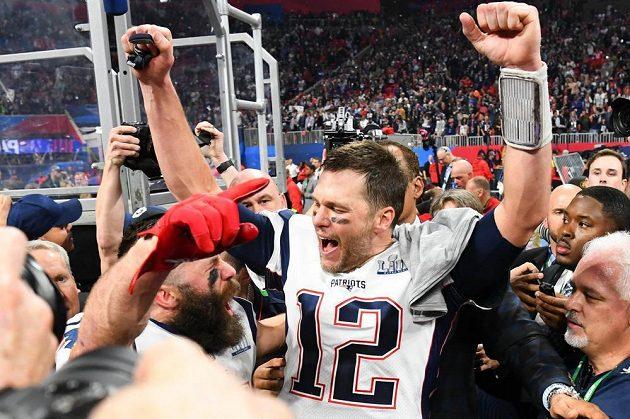 Šestý triumf v Super Bowlu mohl oslavit Tom Brady z týmu New England Patriots.