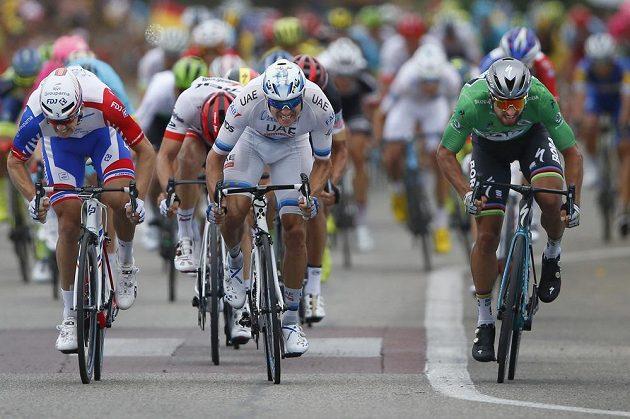 Králem spurtů na Tour de France je slovenský rychlík Peter Sagan (vpravo). Potvrdil to i ve 13. etapě, kdy porazil v závěrečných metrech Nora Alexandra Kristoffa.