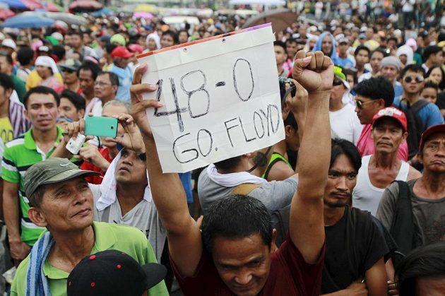 Ojedinělý fanoušek Floyda Mayweathera v centru filipínské Manily.