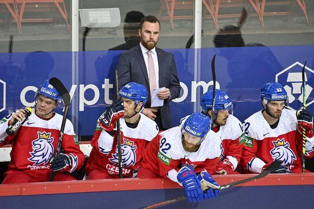 Trenér Filip Pešán při utkání se Švédy.