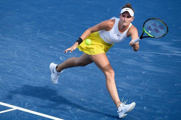 Markéta Vondroušová tahala proti Belindě Bencicové na charitativním turnaje Tipsport Elite Trophy za kratší konec.